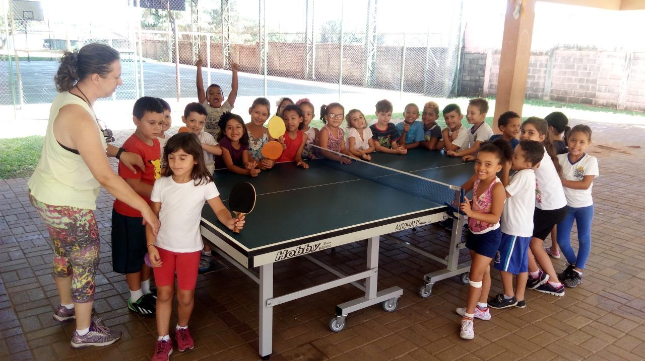 Movimento Pró-Tênis atende mais de 100 crianças em Sâo Carlos (Crédito: Divulgação)